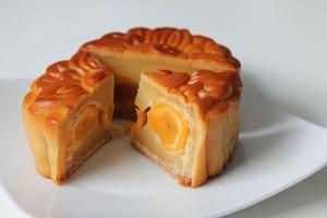 Gâteau de lune fourré à l'oeuf de canard - cr : lavieasaigon.fr